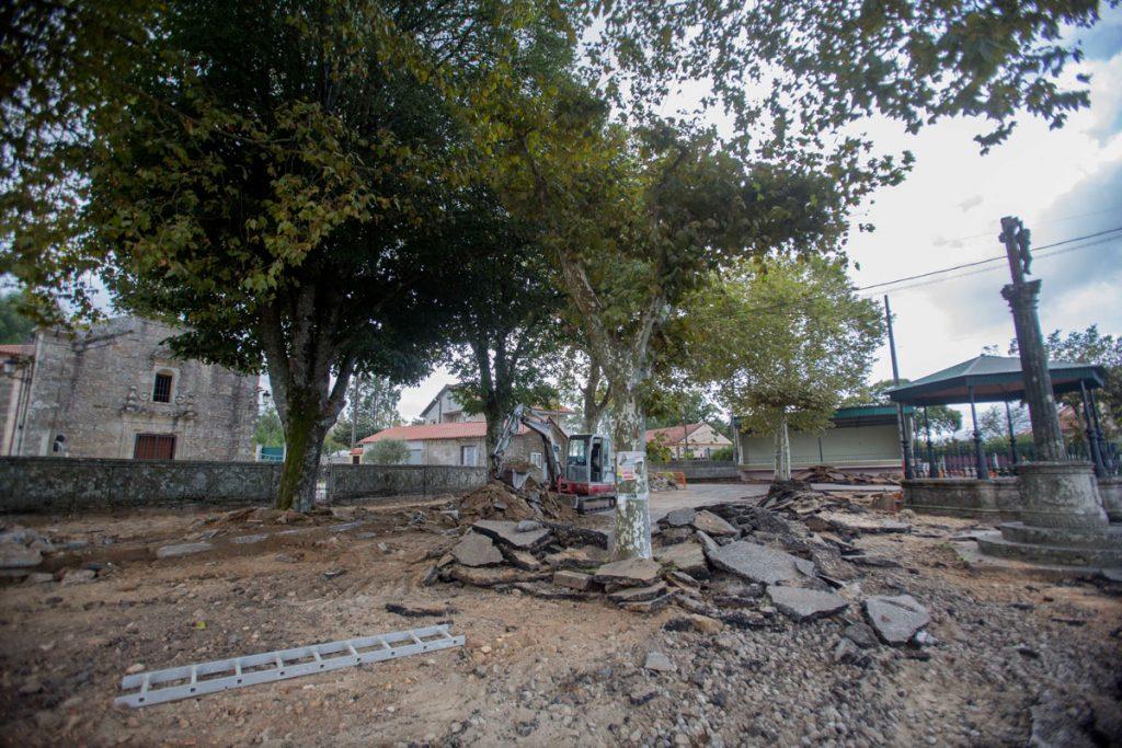 Tomiño continúa recuperando espazos para as persoas coa remodelación da contorna da Igrexa de Amorín