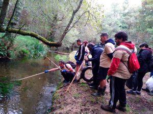 Tomiño recolle máis de 70 quilos de lixo na limpeza simultánea de ríos impulsada por Adega