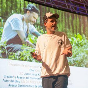 O chef Juan Llorca durante a V Semana da Educación de Tomiño